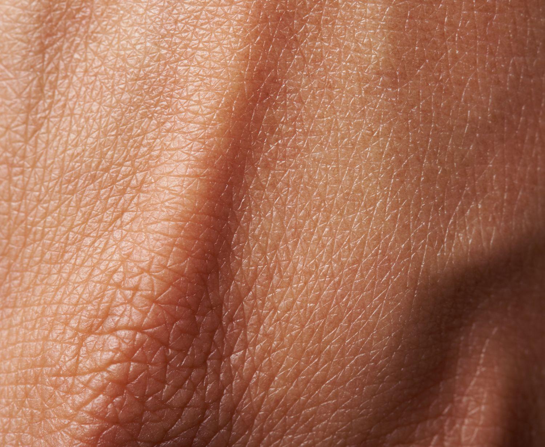 Detail eines Handrückens. Thema: Hautpflege für Frauen